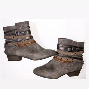 Jellypop Foxy Gray Ankle Boots